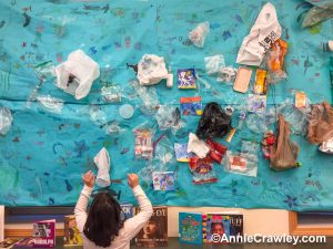 Our ocean is full of plastic pollution. Greenwood Elementary created an ocean mural about what is in our ocean. Hannah explains to Ocean Annie.